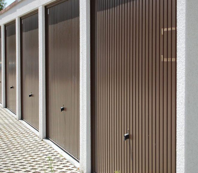 La porte de garage traditionnelle un savoir faire qui se for Reparer une porte de garage basculante