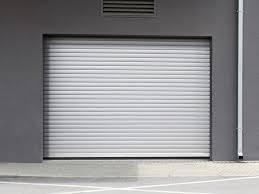 Pourquoi faire le choix d'une porte de garage enroulable motorisée ?